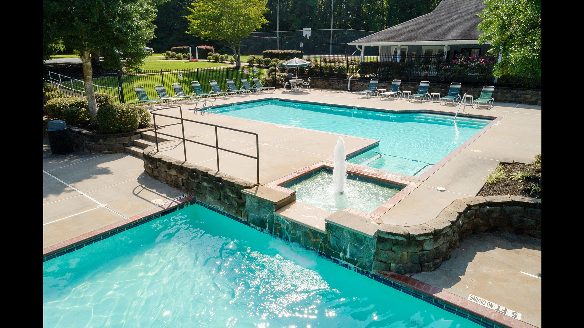 Countryside Village of Lake Lanier Manufactured Homes Community Swimming Pool and Hot Tub in Buford, GA