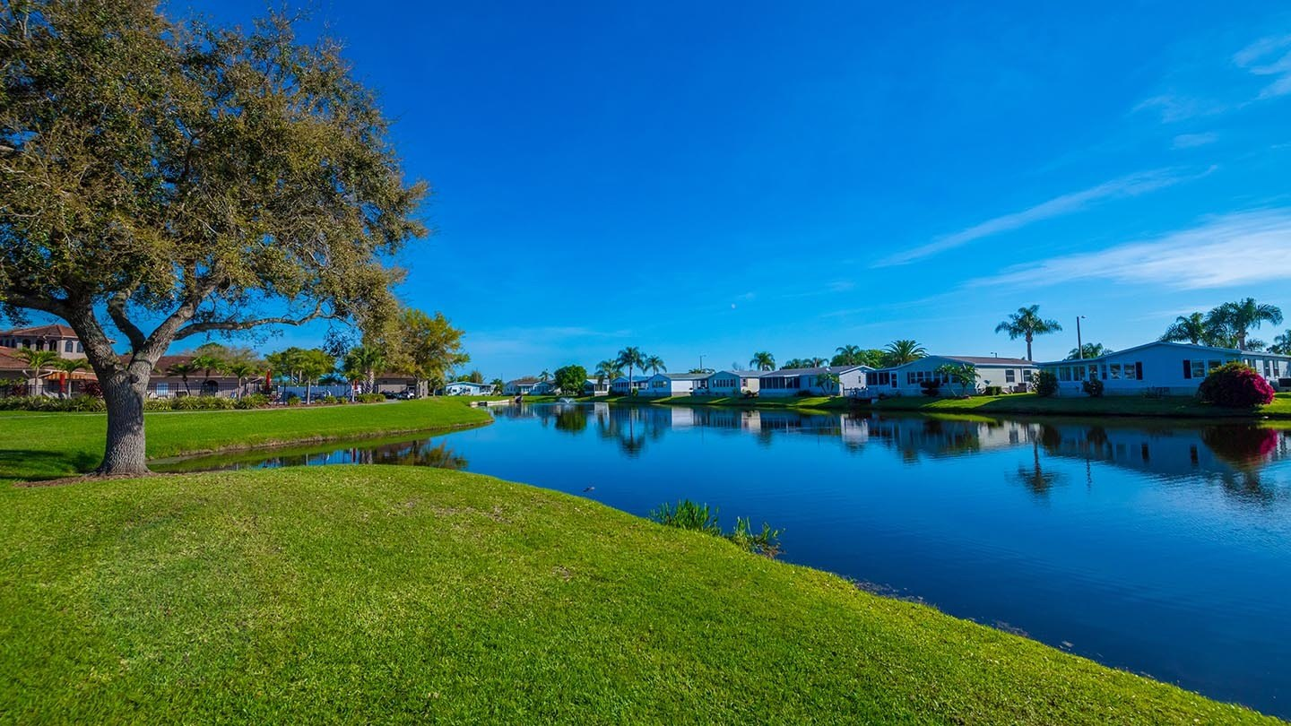 Cypress Greens 55+ Manufactured Homes Community and Golf Course Water View in Lake Alfred, FL