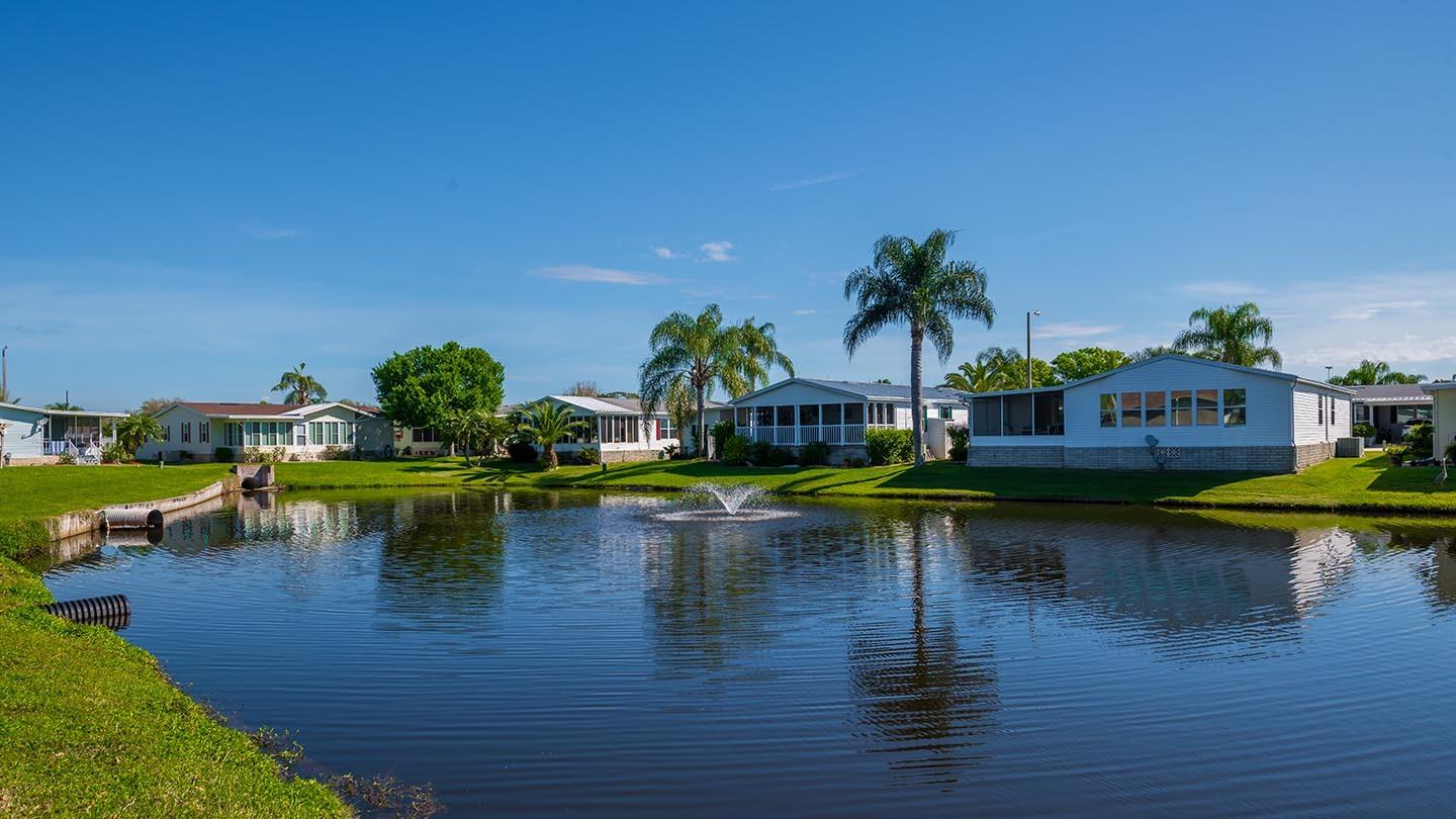 Cypress Greens 55+ Manufactured Homes Community and Golf Course Pond in Lake Alfred, FL