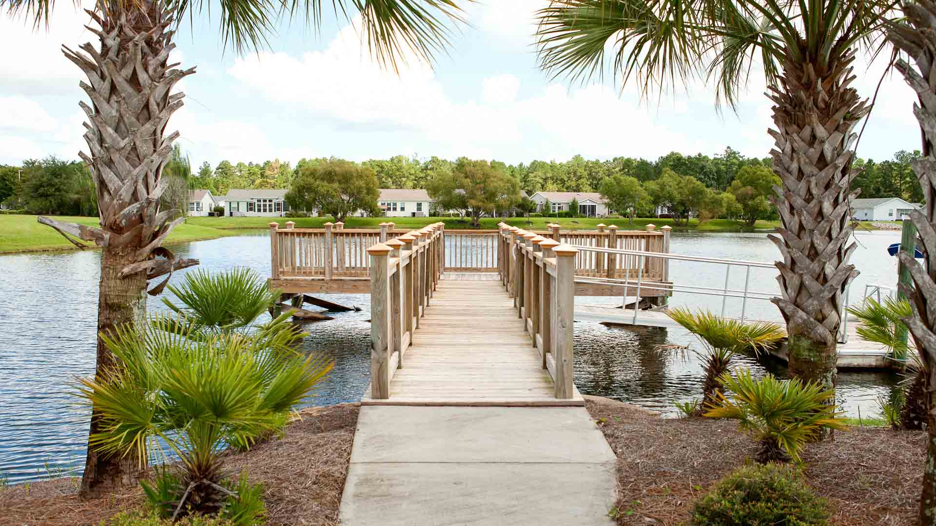 Lakeside Crossing 55+ Manufactured Homes Community Fishing Pier and Boat Dock in Conway, SC