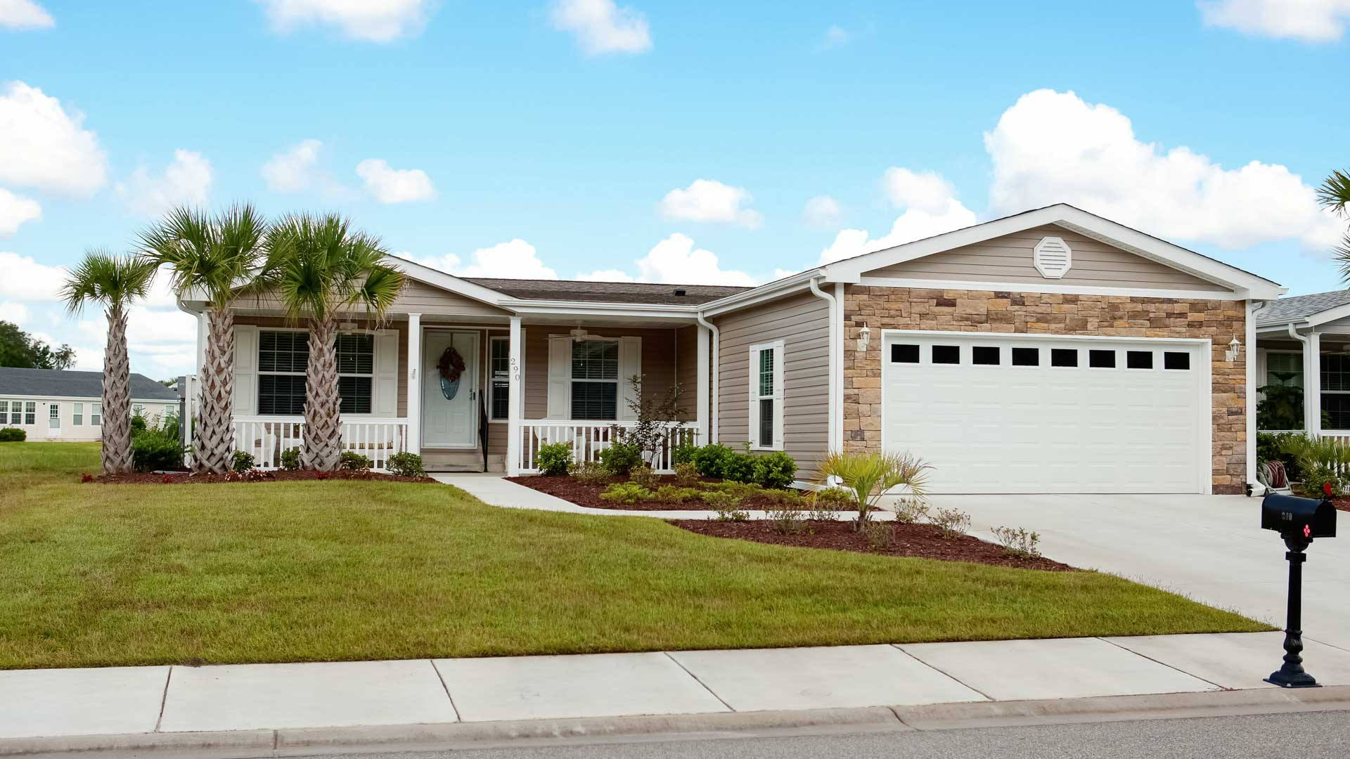 Lakeside Crossing 55+ Manufactured Homes Community Three Palms Residence in Conway, SC