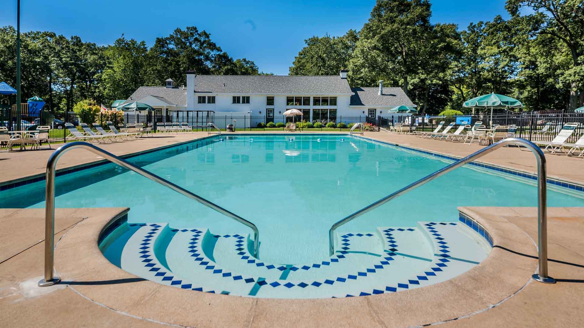 Apple Carr Manufactured Home Community Swimming Pool in Muskegon, MI