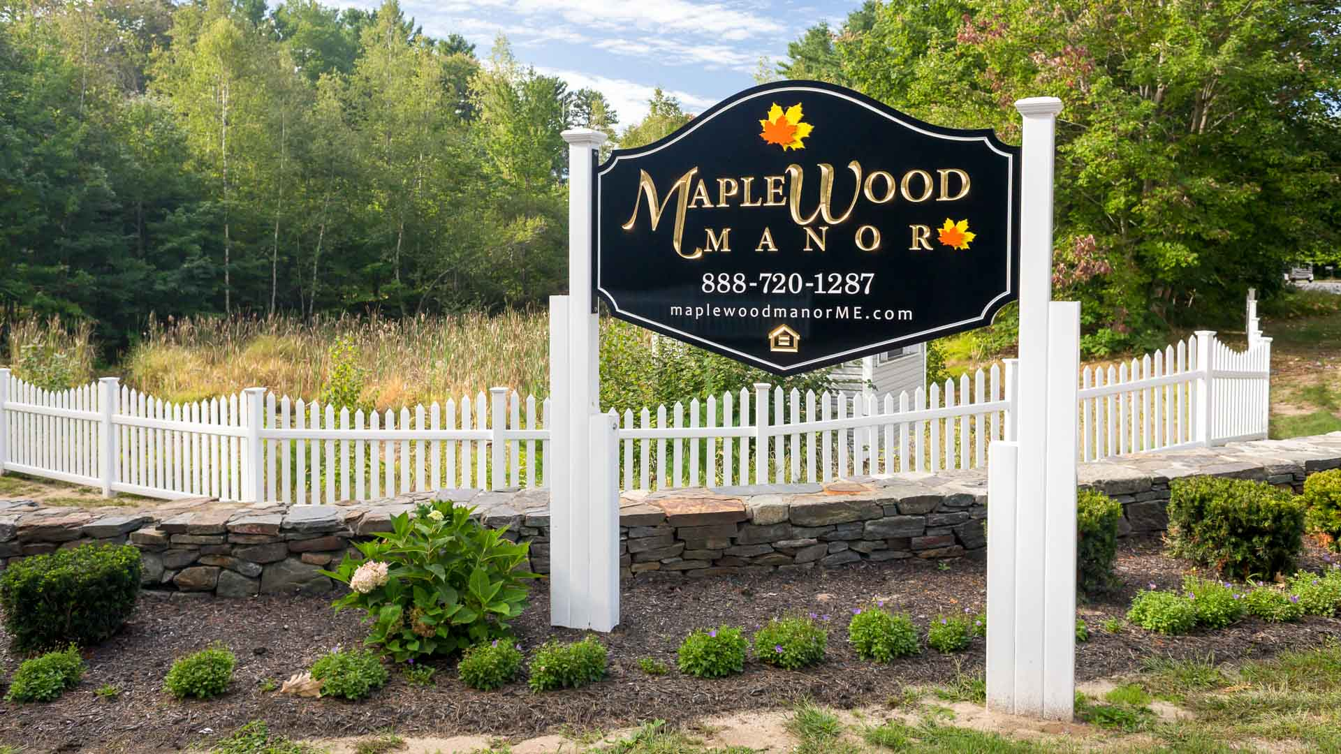 Maplewood Manor Manufactured Homes Community Entrance Sign in Brunswick, ME