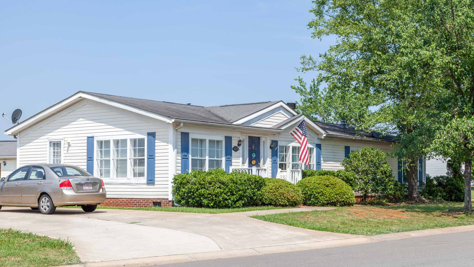 Meadowbrook Manufactured Homes Community Blue Door and US Flag in Charlotte, NC
