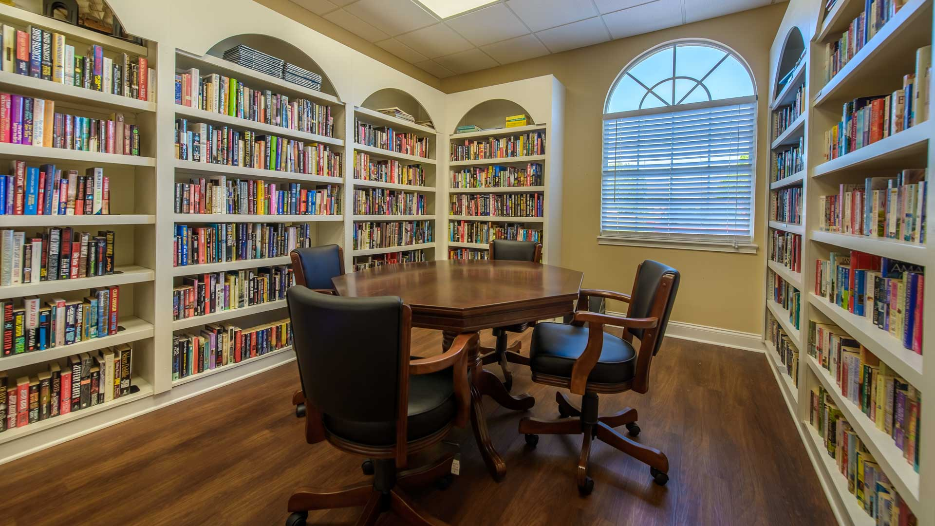 Royal Palm Village 55+ Manufactured Homes Community Library in Haines City, FL